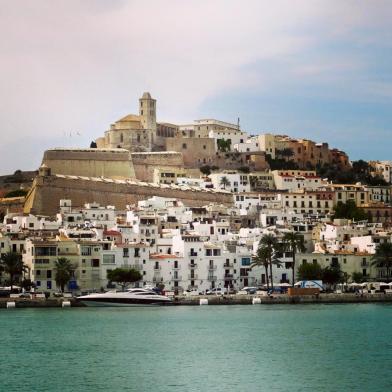 De oude stad vanaf de boot
