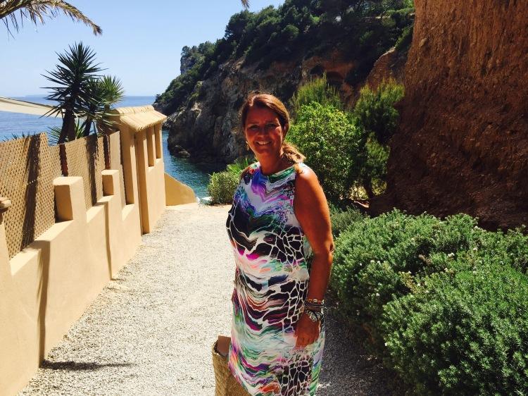 Ik krijg zoveel vragen of deze jurk ook te bestellen is maar bij She is online maken we unieke jurkjes van bijzondere merken zoals Ungaro op maat. Voor meer info mail ons...info@sheisonline.nl