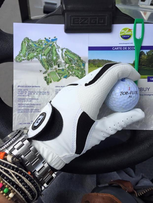 De tweede dag start met een nieuw golfhandschoenen van Foodjoy