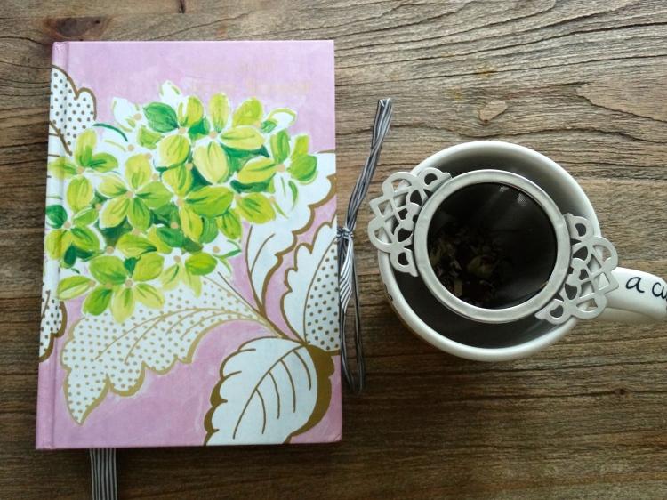 Vandaag ben ik onder het genot van de thee uit het winkeltje van Annemarie van der Bunt mijn blog aan het schrijven en terug kijkend op een unieke week.